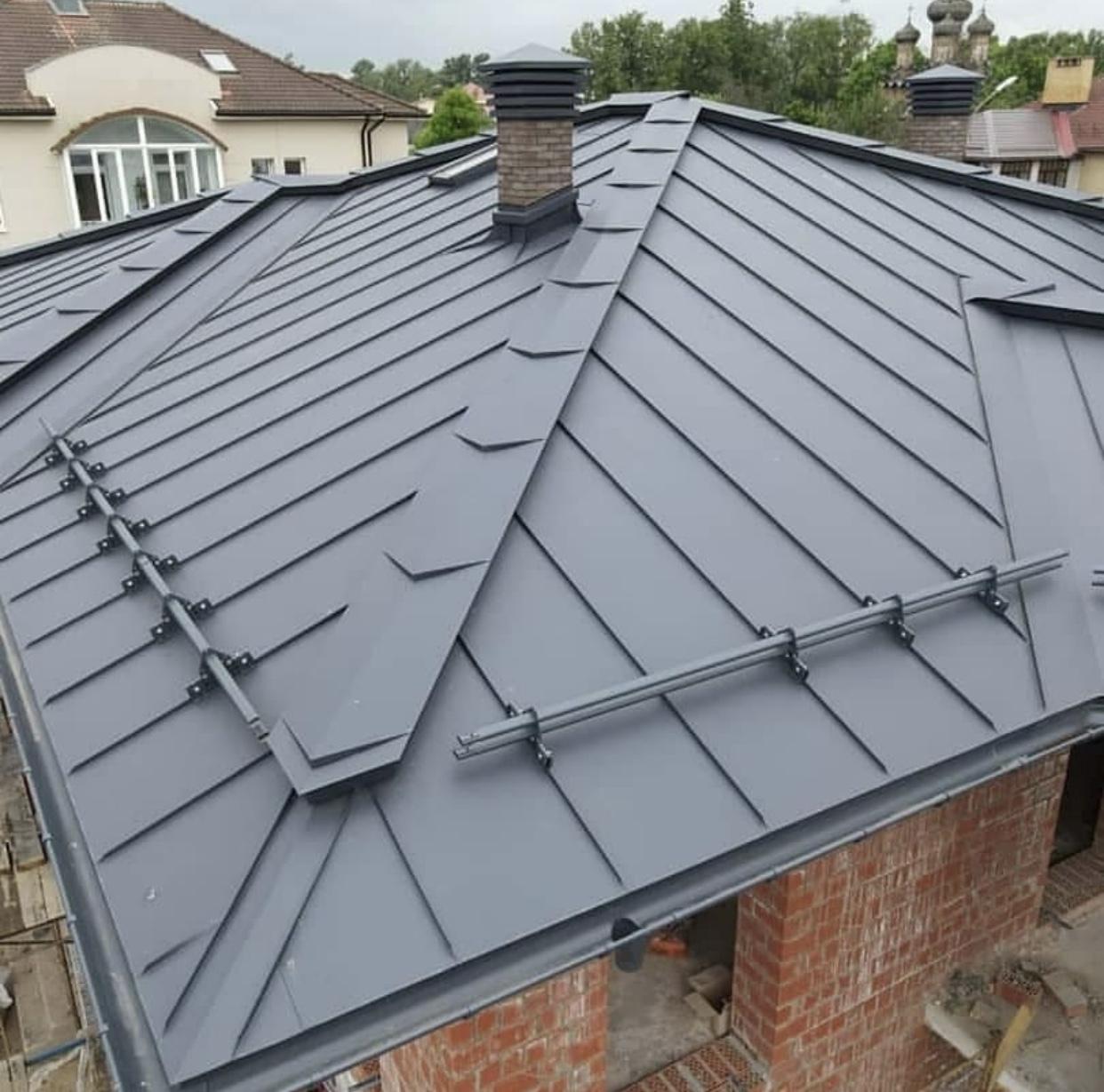 Серая фальцевая крыша